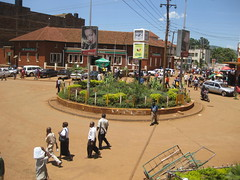Roundabout in Kisii (SUTP) Tags: africa kenya roundabout urbanplanning developingcountry eastafrica kisii encroached vision:outdoor=0939 lackofpedestrianinfrastructure lackofpedestriancrossing