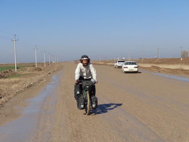 Rodamundos: Turkmenistan en bici. Transit visa de 5 dias.