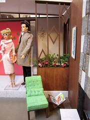 Dollie meets Don to see his new house. (wpnschick) Tags: midcenturymodernminiature diorama barbiefurniture barbieaccessories barbie blytheaccessories 16thscale playscale miniature midcenturymodern midcenturymodernhouses