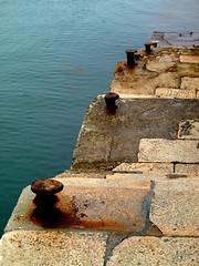 AMARRES (agustincordoba_g) Tags: agustin cordoba guzman arte mar marinas flores cielo muelles columnas muñecaspaisajesmacetastrajes