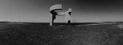 "Serie ""Elogio del Horizonte"" - 5 (bormanp) Tags: asturias gijón monumento horizonte cielo verde azul blanco negro elogio hierba arquitectura aprendiendo panorámica"
