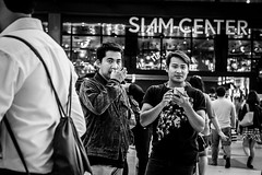 Siam Center | Bangkok 2016 (Johnragai-Moment Catcher) Tags: people photography blackwhite blackandwhite bangkokstreet bangkok siamcenter eyescontact johnragai johnragaiphotos johnragaistreet johnragaibw momentcatcher monocrome