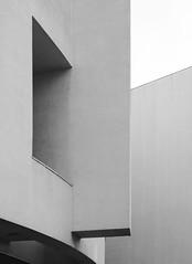 Richard Meier. MACBA #29 (Ximo Michavila) Tags: richardmeier macba ximomichavila building architecture archdaily archiref archidose barcelona cataluña spain abstract geometric blackwhite bw grey monochromatic urban graphic city shadow museum art modern concrete window