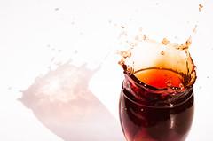 SPLASH (M. Andrea de Castro) Tags: splash vino copa wine liquido liquid 52stilllifes stilllife 52of2017 shadow sombra