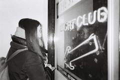 S. (akio.takemoto) Tags: pellicola film ricohgr1 delta ilford 3200iso biancoenero blackwhite edimburgo edinburgh scozia scotland nightclub street strada