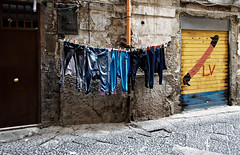 """Les couleurs des """"bassi"""" de Naples - Toledo- (Paolo Pizzimenti) Tags: naplesbassi couleurs race différence italie paolo olympus zuiko penf 12mm f2 argentique film pellicule mirrorless m43 dosineau"""