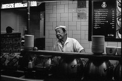 The herbal soup uncle (waex99) Tags: 04 2017 400s epson leica m6 retro rollei lugs v500 portrait man uncle food stall kopitiam herbal soup chinese plazza singapura work worker homme travail travailleur hawker chinois soupe people