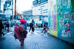 shinjuku back-shan (N.sino) Tags: m9 summilux50mm shinjuku pink 新宿 バックシャン 鯉のぼり おっちゃん ピンクのおっちゃん 5月の装い