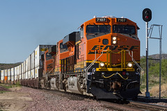 BNSF 7107 West (FelipeGarcia.) Tags: railroad arizona train rail bnsf trainspotting peavine railfanning burlingtonnorthernsantafe bnsfrailway yavapaicounty phoenixsub phoenixsubdivision railpicturesrejects