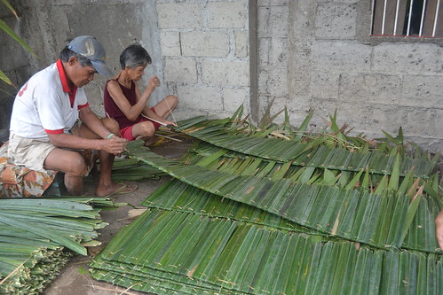 Making nipa shingles in Galas, Dipolog City, Philippines. Photo by Sarah Esguerra, 2013.