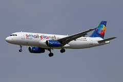27 juin 2013 - SMALL  PLANET  AIRLINES  Airbus  A 320  (LY-SPA) - LFBO - TLS (gimbellet) Tags: canon airport aircraft aviation airplanes airbus a380 boeing aeroport blagnac a330 spotting a340 a320 avions atr a321 spotter aeronautique a350