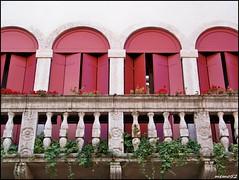 Bassano del Grappa (Veneto italy) (memo52foto) Tags: italien window ventana europa europe italia balcony balkon fenster eu finestra balcon italie brenta fenetre vicenza ue finestre veneto bassanodelgrappa fiumebrenta valledelbrenta