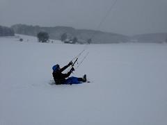 Snowkiten lernen auf der Schwbsichen Alb (SkywalkerKiteboarding) Tags: am im alm schwarzwald feldberg achensee kitesurfen snowkiten reschensee westerheim kiteschule loferer snowkiteschule