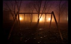 (Lilith Ecate) Tags: park trees sky parco tree luz grass misty fog alberi night arbol lights luces noche arboles parquet cielo luci nebbia albero prato niebla notte lampioni luce columpio altalena faroles