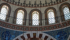 Sinan, Rüstem Paşa Mosque, windows below dome