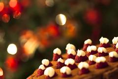 52/52 (Paki80) Tags: light last canon bokeh mark ii week 5d 100 luci f2 albero natale torta cioccolato settimana 52 ultima patrik sfocato guzzo progetto lampone