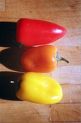 01820034-84 (jjldickinson) Tags: wood table pepper olympusom1 bellpepper fujicolorpro400 promastermcautozoommacro2870mmf2842 promasterspectrum772mmuv roll460o2