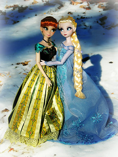 Anna and Elsa in the Snow 2