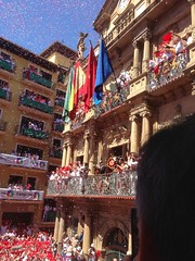 "San Fermin Balcón Chupinazo Ayuntamiento Pamplona08 <a style=""margin-left:10px; font-size:0.8em;"" href=""http://www.flickr.com/photos/116167095@N07/12268501973/"" target=""_blank"">@flickr</a>"