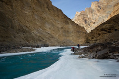 Negotiating the Chadar (Bharat Baswani) Tags: trek zanskar kashmir ladakh chadar