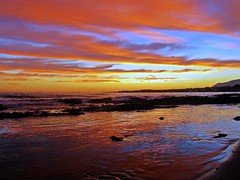 Reflejos en el Mediterrneo (Antonio Chac) Tags: light sunset sea espaa naturaleza art sol nature water night canon landscape atardecer photography mar spain europe day arte cloudy photos picture andalucia cielo fotos nubes costadelsol puestadesol litoral bajamar imagen m