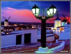 Como luz de candilejas... (Jose Roldan Garcia) Tags: molinos momentos mancha colores cielo cervantes criptana nubes atardecer aire arquitectura luz libertad literatura quijote faroles urbana historia