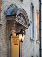 Gas lamp in the Middle Temple (James E. Petts) Tags: middletemple architecture gaslamp lamb