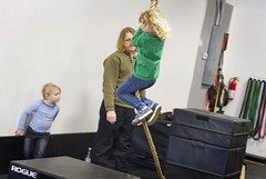 Ewan's rope swings (grilljam) Tags: ewan 7yrs winter march2017 seamus 4yrs graham