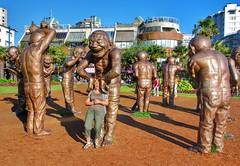 "Sculpture ""A-maze-ing Laughter"" von Yue Minjun in Vancouver (gerdschremer) Tags: vancouver city stadt cityscape canada lachskulpturen skulptur sculpture"