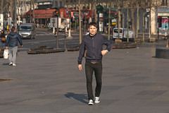 Place de la République - Paris (France) (Meteorry) Tags: europe france idf îledefrance paris parispeople candid street rue streetscene république placedelarépublique square man homme guy male monsieur morning matin sneakers trainers baskets skets converse allstars chucks march 2017 meteorry