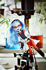 Organic Ghoul (EliMalone) Tags: ghoul ghoulia yelps lab laboratory organic chemistry tsu university doll tver russia blue red zombie monsterhigh mattel partners pack set