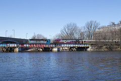 904 on the Charles (II) (imartin92) Tags: mbta massachusettsbaytransportationauthority cambridge boston massachusetts commuter rail emd gp18 locomotive grandjunction branch charlesriver bostonuniversity cottagefarm bu bridge railroad mpi hsp46