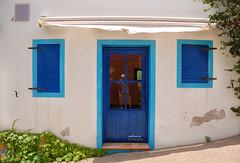 (205/17) Autorretrato en azul (Pablo Arias) Tags: pabloarias photoshop photomatix nxd españa arquitectura ventanas puerta reflejo azul terranatura benidorm alicante comunidadvalenciana