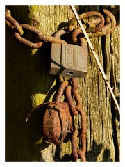 Attaché (bowb59) Tags: chaine cadenas rouille wandignies hamage padlock rust chain