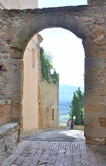 Just steps to the village wall....Pienza (stevelamb007) Tags: italy tuscany pienza arch village rural stevelamb nikon d90