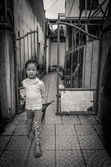 untilted (tumivn) Tags: hue vietnam streetphotography street kids ricohr