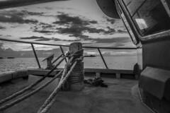 IMG_7745 (Carlos M.C.) Tags: holbox mañana madrugada despertar blanco negro color barco bote lancha ferry camarote rojo azul salvavidas amarre cuerda botes