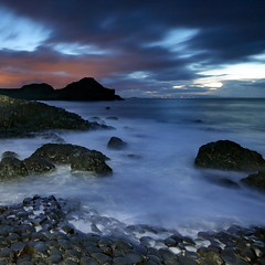 Light painting at the Giant Causeway (Frédéric Lefebvre - Landscape photography) Tags: giantcauseway antrim antrimcoast northernireland uk lightpainting beautifullight seascape rocks sea waves clouds dusk twilight nightscape blue orange unesco worldheritage