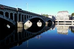 (Laetitia de Lyon) Tags: fujifilmxt10 lyon pont rhône bridge reflet reflection water eau fleuve river