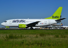 YL-BBQ, Boeing 737-522, 26691/2408, Air Baltic, CDG/LFPG, 2017-04-09, on Alpha-Loop, entering Alpha-Mike, taxi to runway 09R/27L. (alaindurandpatrick) Tags: ylbbq 737 735 737500 boeing boeing737 boeing737500 jetliners babyboeings airliners bt airbaltic airlines cdg lfpg parisroissycdg airports aviationphotography bti 266912408