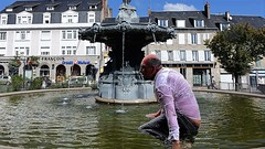 brunnen fountain (marcostetter) Tags: wetlook wet wetclothes wetclothing fullyclothed fountain wetshirt wetjeans