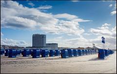 20170415-101 (sulamith.sallmann) Tags: landschaft blau blue deutschland germany landscape mecklenburgvorpommern natur nature rostock sand sandig strand strandkörbe warnemünde deu sulamithsallmann