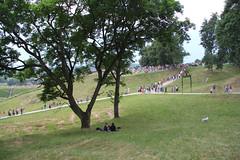 kernave kalnai (ieva.petrus) Tags: summer people beautiful grass june midsummer unesco lithuania grazu vasara lietuva kernave birzelis zalia gamta kalnai jonines 2013 vartai