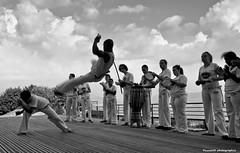 Envol toi (PascaleR photo) Tags: blackandwhite grenoble canon capoeira noiretblanc bastille rhônealpes officedutourisme 5dmarkii pascalerousseau playgrenoble geraçaocapoeira
