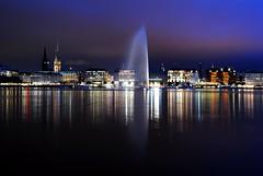 Hamburg at night (Tobi_2008) Tags: city reflection night germany deutschland town nightshot cloudy hamburg stadt tobi allemagne spiegelung germania nachtaufnahme world100f