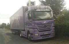 Schokoladen-LKW :-) (sonjasfotos) Tags: truck mercedes lila lorry mercedesbenz werbung milka schokolade reklame lkw handyshot spedition