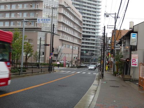 バスの通る坂道
