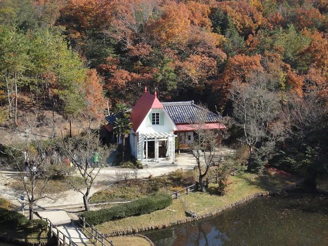 展望台から見たサツキとメイの家。|サツキとメイの家