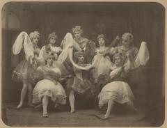 Anglų lietuvių žodynas. Žodis ballet-dancer reiškia balerina lietuviškai.
