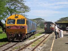 4509 running round at Kantang (Barang Shkoot) Tags: thailand diesel thai locomotive gauge narrow cummins hitachi andaman metre rotfai kantang
